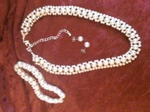 Gorgeous set of fashion pearls white in Fort Polk, Louisiana